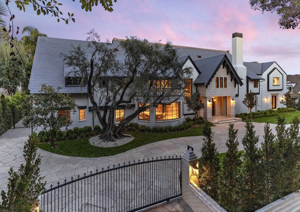 A Grand and Impressive Beverly Hills Mansion asking for $21,950,000