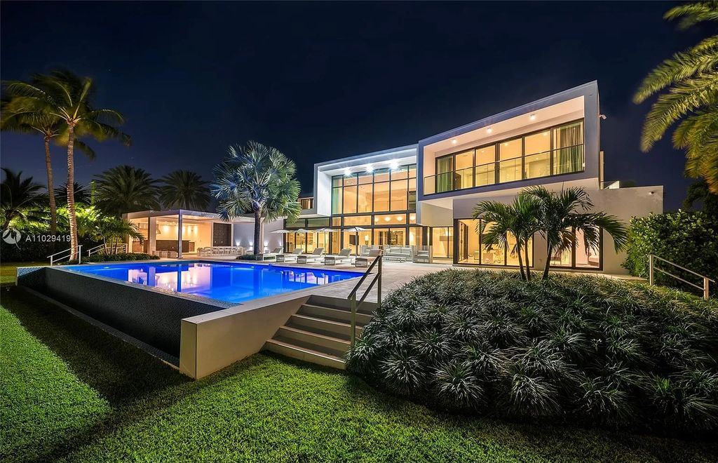 A Truly Amazing Modern Mansion in Miami Beach hits Market for $42,500,000
