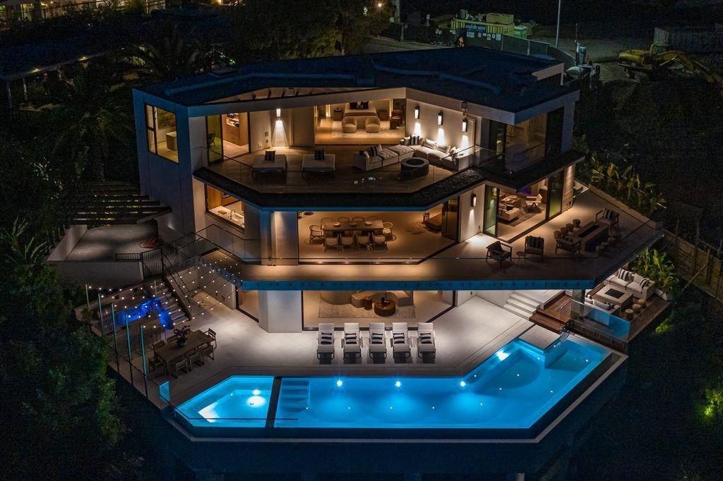 A Warm Organic Modern Beverly Hills Mansion hit Market for $25,495,000