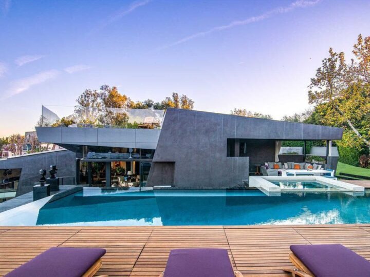 The Architectural Home in Brentwood is an ultra modern design to create comfortable and modern living spaces now available for sale. This home located at 314 N Barrington Ave, Los Angeles, California; offering 5 bedrooms and 9 bathrooms with over 8,000 square feet of living spaces.