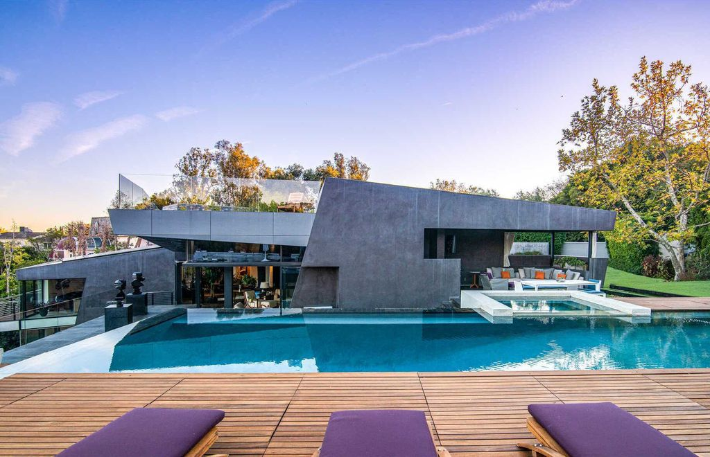 An Exquisitely Built Architectural Home in Los Angeles listed for $15,900,000