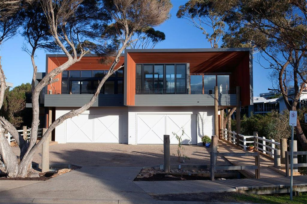 Beautiful Mornington Beach Houses in Melbourne by Habitech Systems