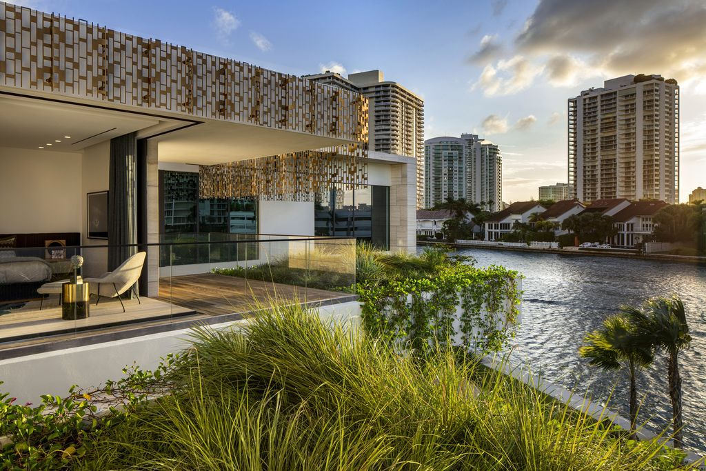 Context and Nature Inspire Terracina House in Miami, Florida by SAOTA
