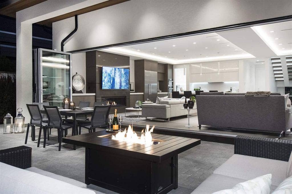 This Elegant Luxury Estate in North Vancouver, Canada was executed by prestigious Marble Construction. The villa has been carefully designed according to the highest quality requirements with attention to detail and combining luxury living with functionality