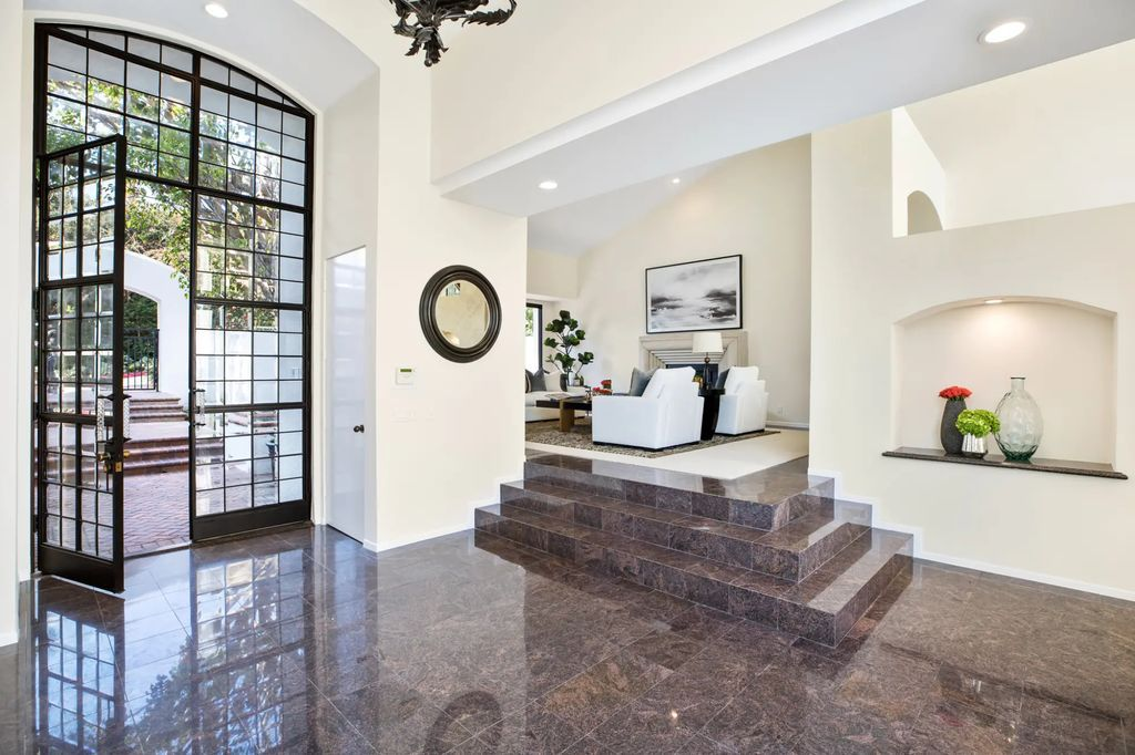 Extravagant Contemporary Residence in Los Angeles, California
