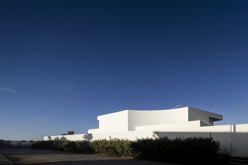 Luxurious LuxMare Houses On Poetic Landscape by Mário Martins Atelier
