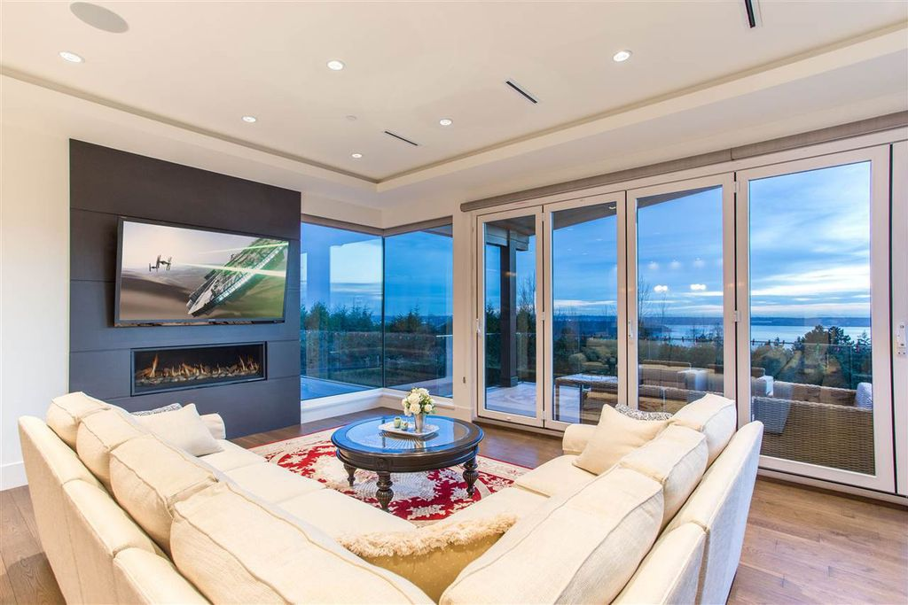 This Magnificent Luxury Villa in West Vancouver, Canada was executed by Marble Construction. The Villa is part of a breathtaking natural setting that offers unforgettable views of the Ocean and City