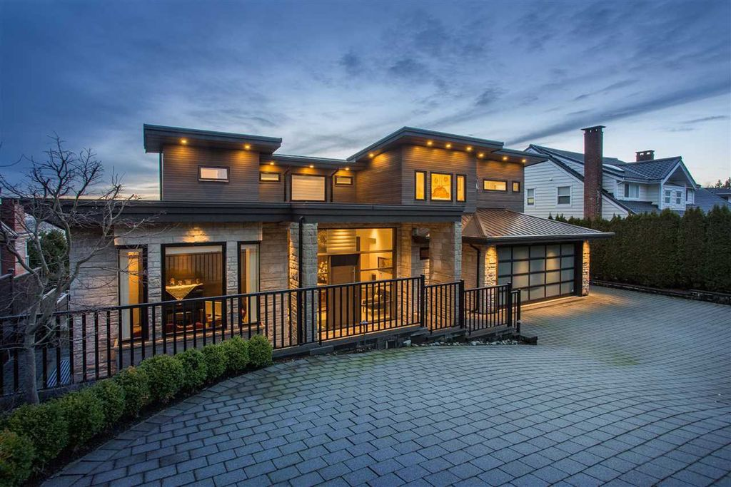 Magnificent Luxury Villa in West Vancouver built by Marble Construction