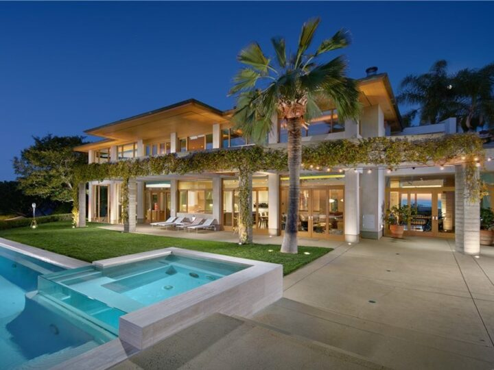 The Newport Coast Home is a an expansive estate that brings distinctive modernist elements to its ultra-exclusive location now available for sale. This home located at 1 Harbor Lgt, Newport Coast, California; offering 5 bedrooms and 7 bathrooms with over 8,000 square feet of living spaces.