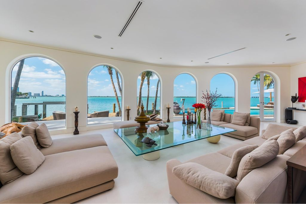 Mediterranean style House with westerly sunset view in Miami Beach