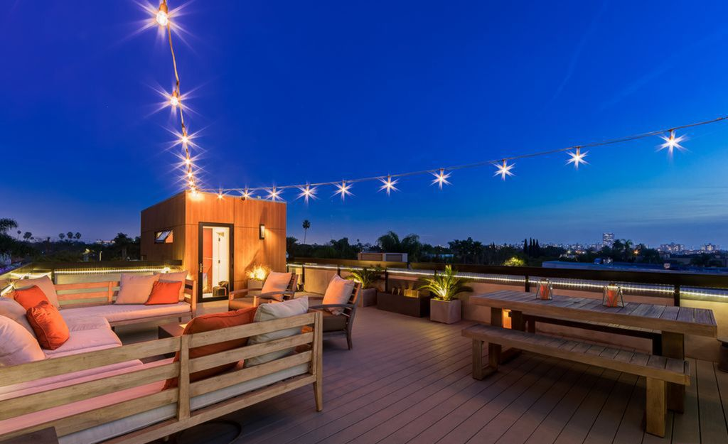 Miracle Mile striking house in California with 360 decree view rooftop deck