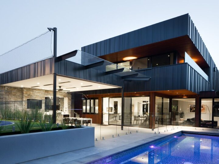 Modern style of Plumbers House in Melbourne by Finnis Architects