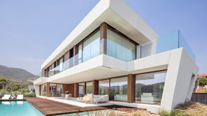 Panoramic House, Unique Home with The Landscape as Protagonist