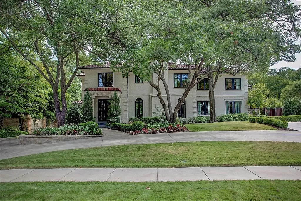 The Mediterranean Home in Texas is a luxurious estate heralds the highest standards in quality, ultimate luxury and privacy now available for sale. This home located at 2425 Stadium Dr, Fort Worth, Texas; offering 5 bedrooms and 8 bathrooms with over 10,000 square feet of living spaces.