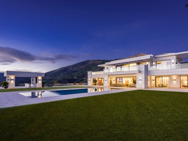 Stunning Luxurious Design of Villa Heaven 11 by Ark architects