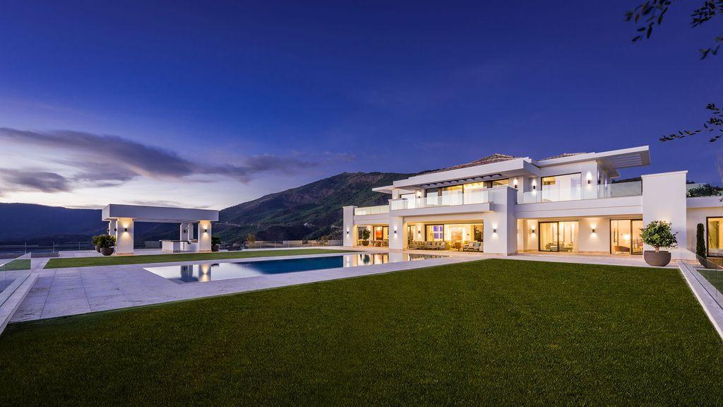 Stunning Luxurious Design of Villa Heaven 11 by Ark architects