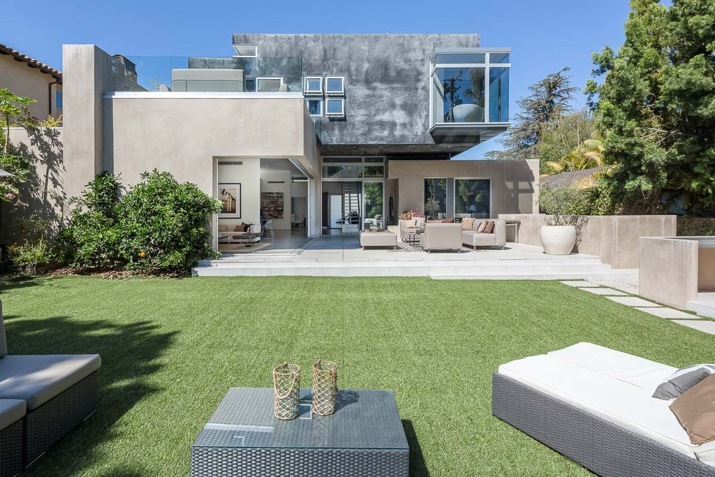 Stunning Meticulously house  in Santa Monica with spacious outdoor space