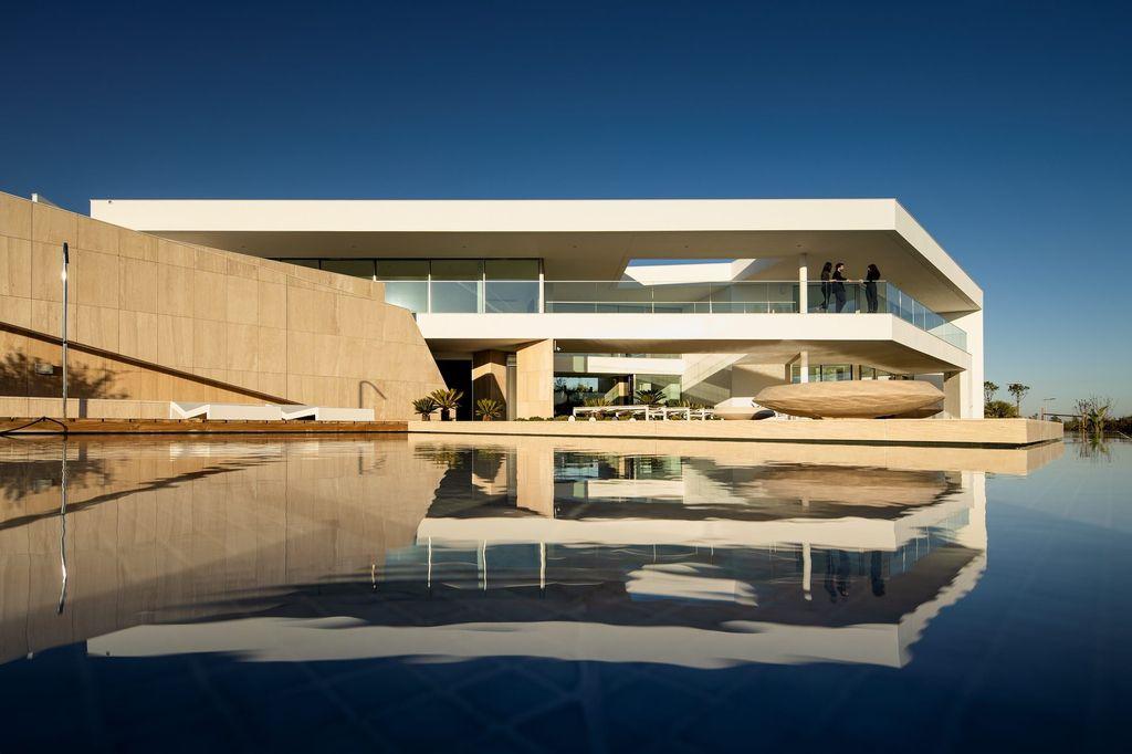 Stunning Modernist Design of Villa Pernoi in Lagos by Mário Martins Atelier