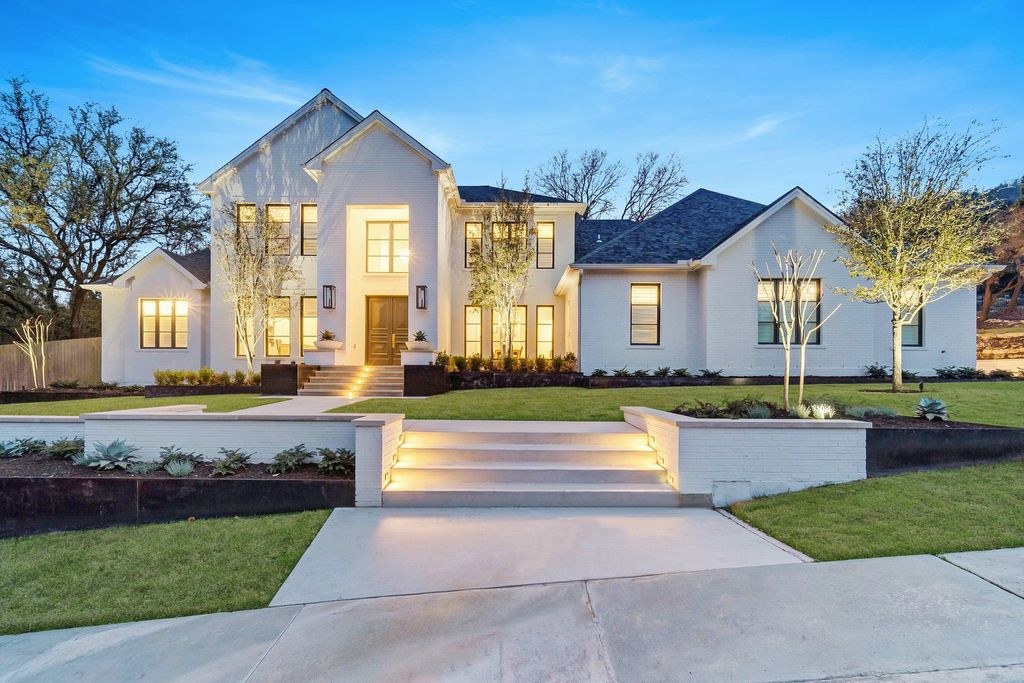 This $5,000,000 Elegant Contemporary Farmhouse in Austin offers Exceptional Entertaining