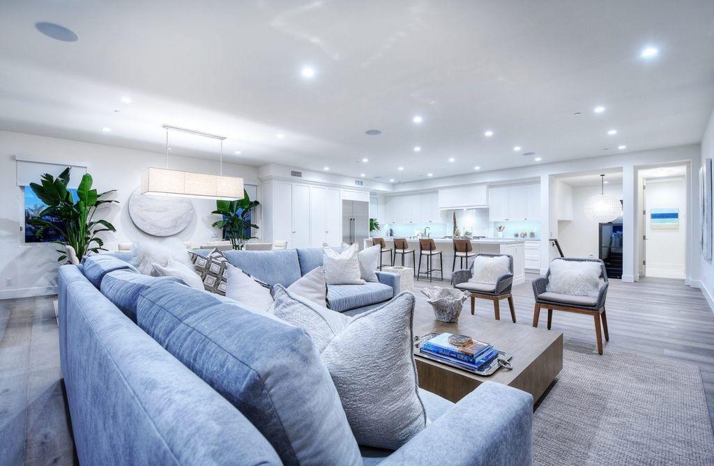 Timeless interior design of Serra Drive in Corona Del Mar by Bassman Blaine Home