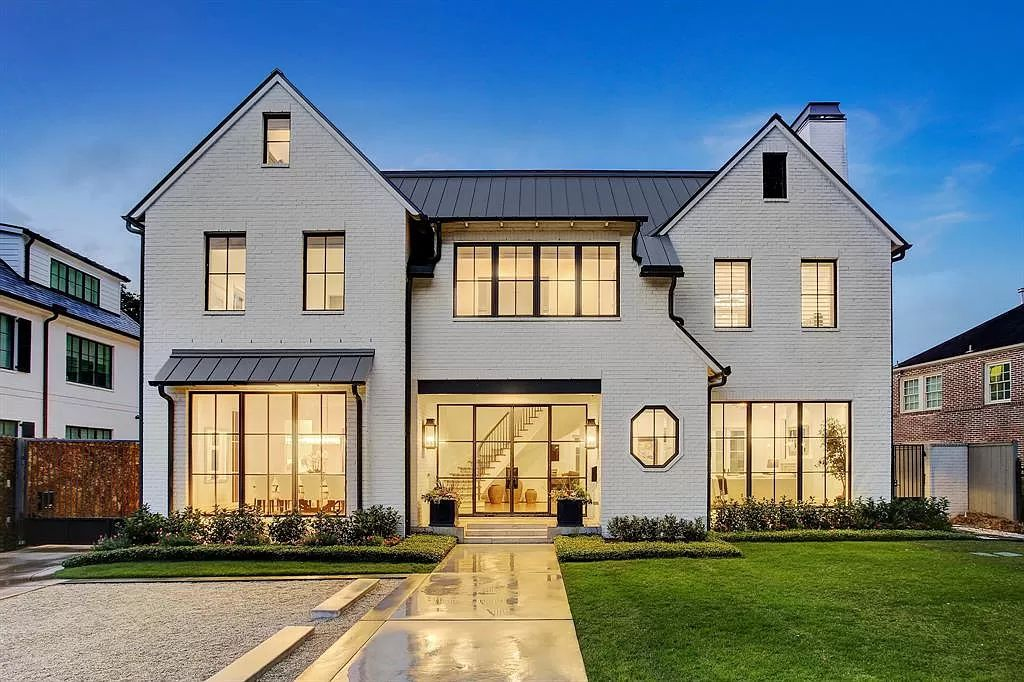 A $3,600,000 Houston Home boasts High-end Custom Finishes Throughout