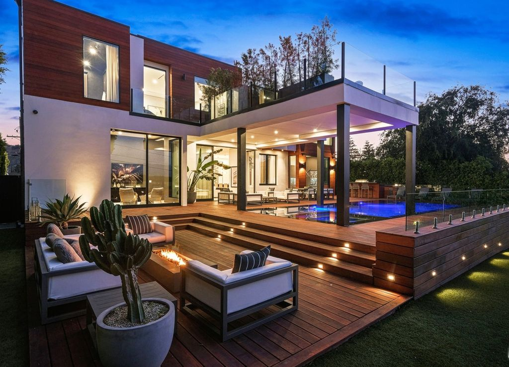 A $6,495,000 Architectural Home in Studio City features Panoramic Sunrise-to-sunset Views