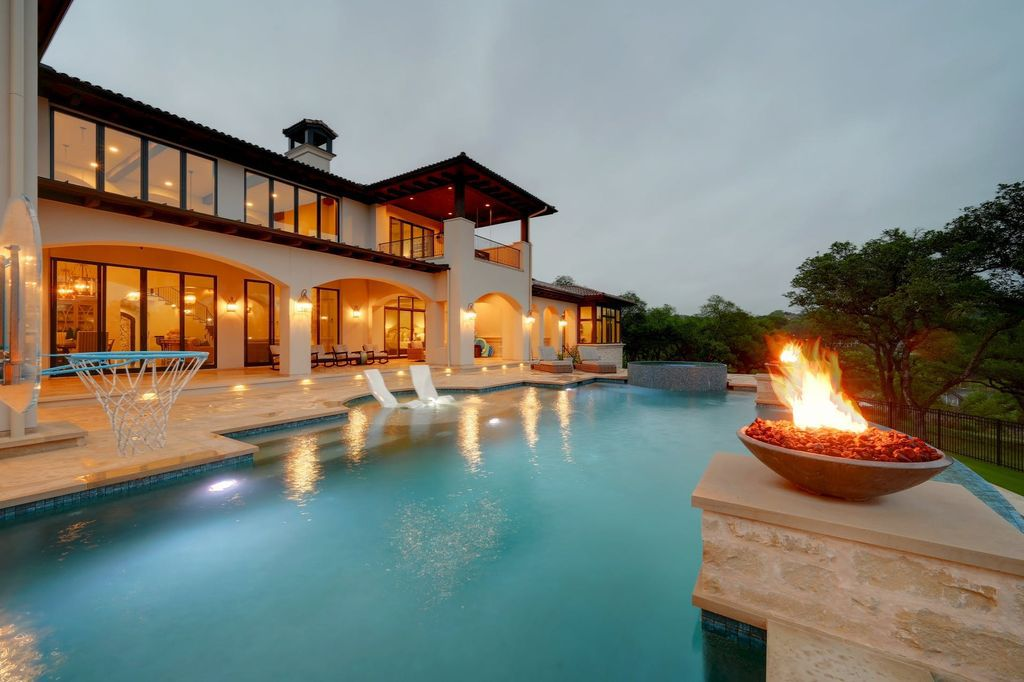 A Texas Waterfront Mansion features Jaw-dropping Views listed for $11,000,000
