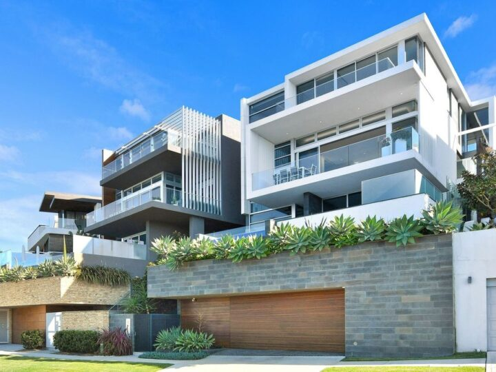 A luxury Lurline Bay home by talented Con Hairis in New South Wales for sale