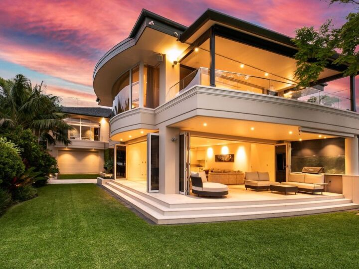 Beachfront villa in New South Wales with Gunnamatta Bay view for sale
