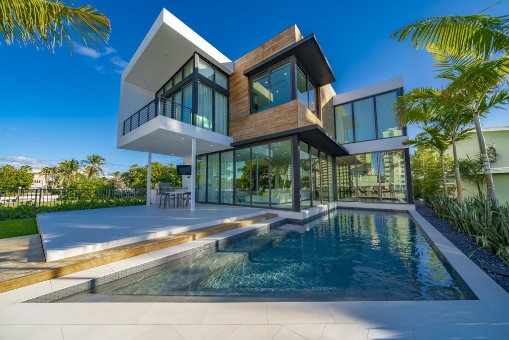 Beautiful Fort Lauderdale Home with wide water views offers at $7,495,000