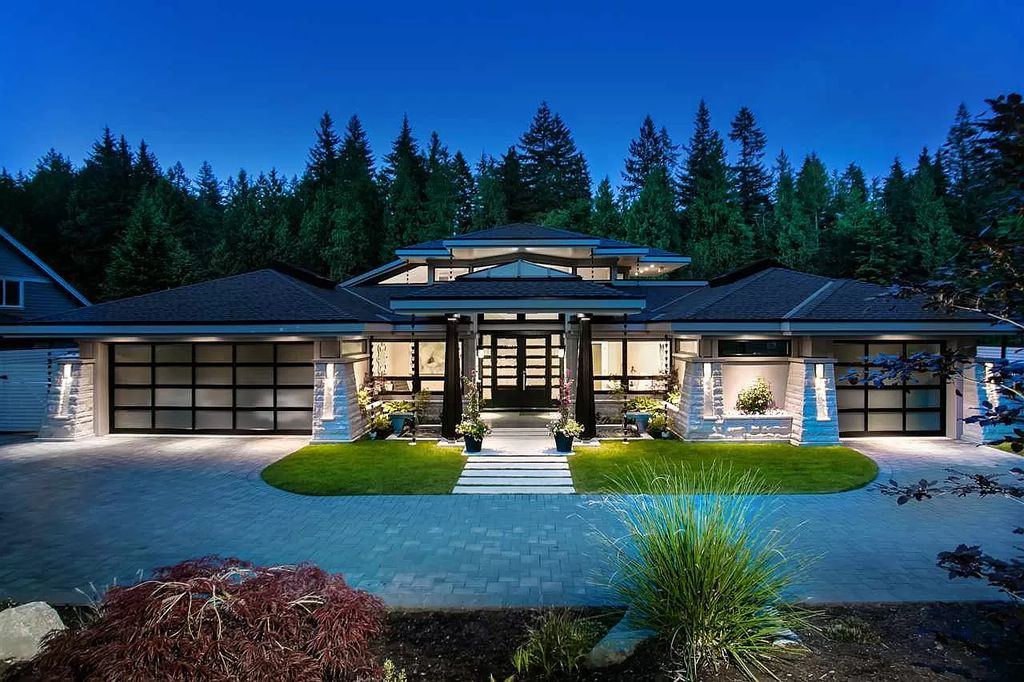 Enjoy C$5,250,000 Stunning Colorful Home in West Vancouver