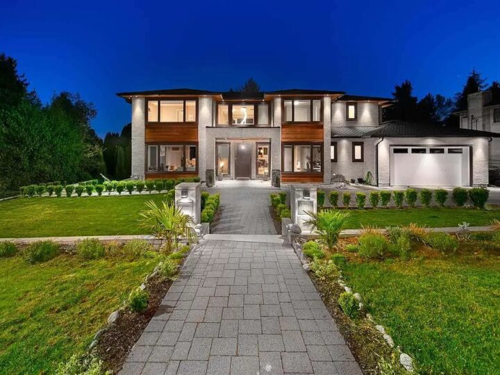Enjoying Luxury Seaside Living on Fabulous Home in West Vancouver for Sale at C$6,499,000