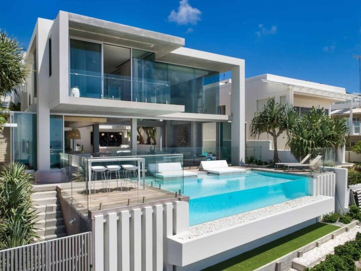 Luxury White Water House in Sunshine Beach by Chris Clout Design