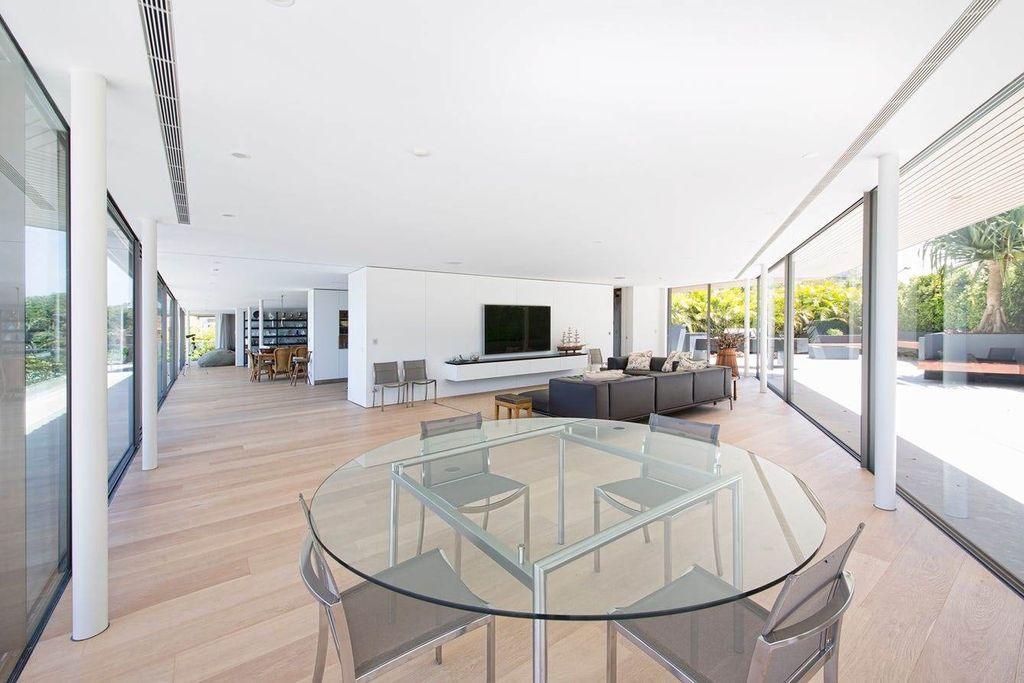 Renovated home with limitless harbour view in New South Wales for Sale