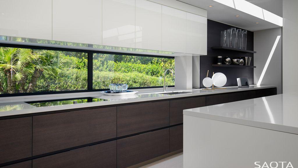 St Tropez House Creates Extraordinary Indoor-Outdoor Living with SAOTA