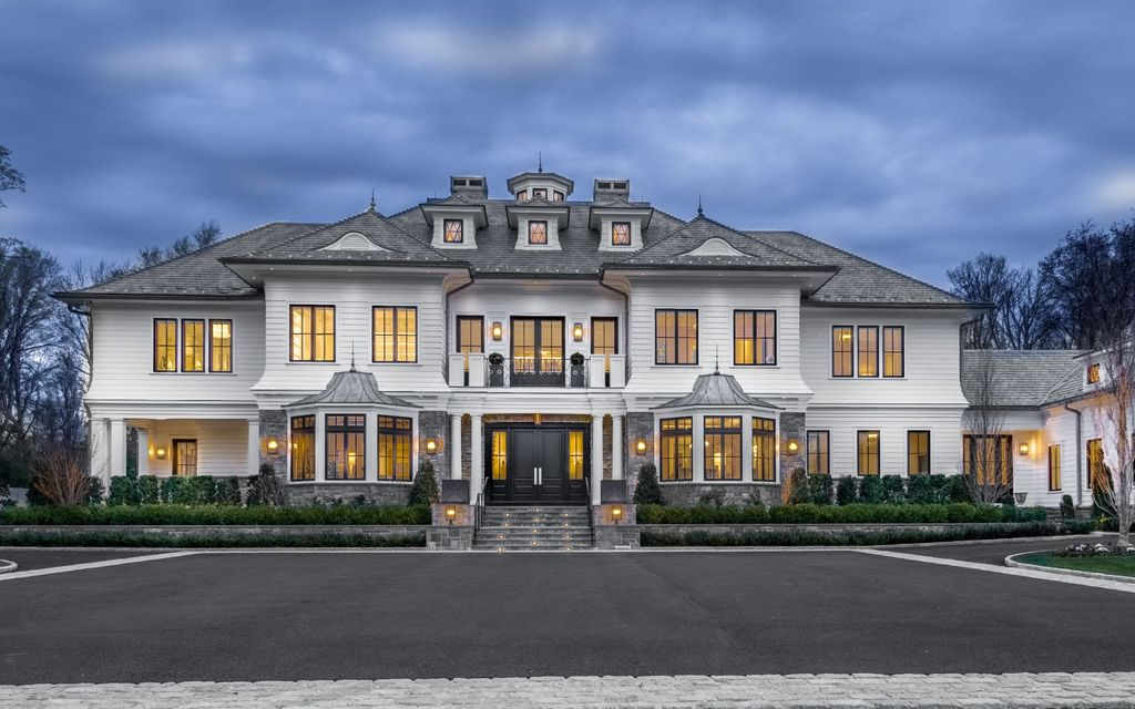 A $17,500,000 Greenwich Mansion with Symmetrical Elegance and Exquisite Finishes