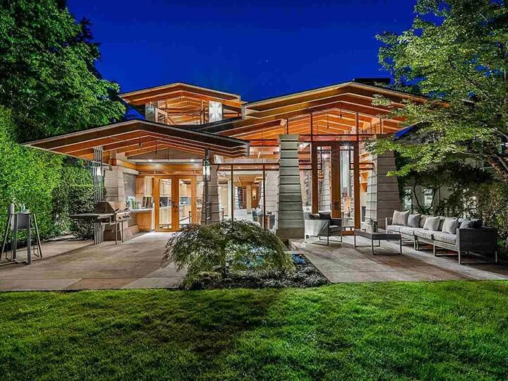 A C$9,998,000 Spectacular Waterfront Residence in West Vancouver Features Dramatic Living