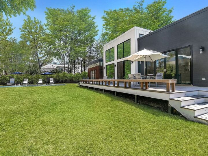 An dramatic New York estate in East Hampton with finest ocean and bay listed for $4,500,000