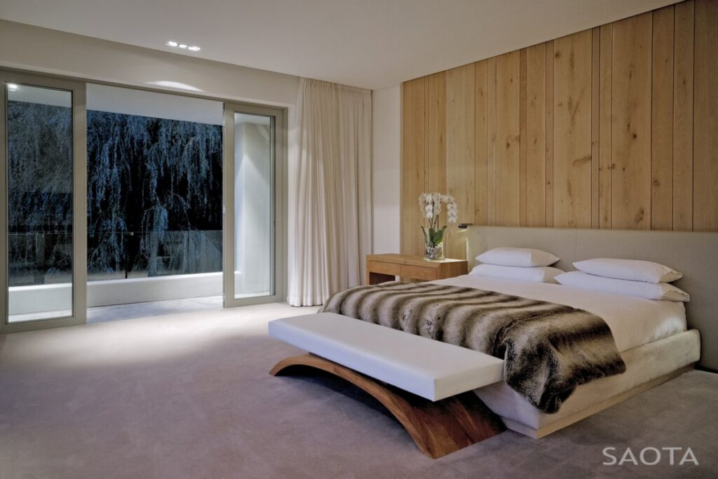 Elegant Silverhurst House, a Modern country Villa in Cape Town by SAOTA