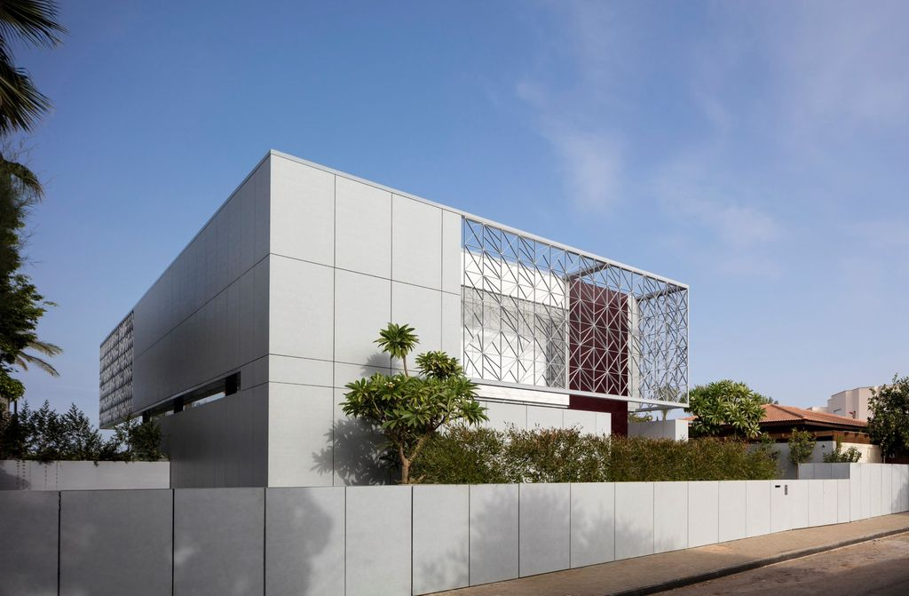 Elegant N2 House in Israel Around Seven Spatial Stages by Pitsou Kedem