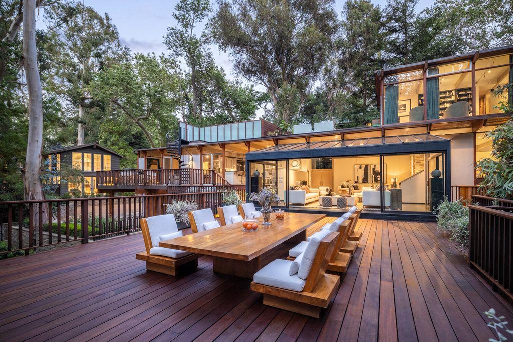 Enjoy Endless Beauty of A $12,750,000 Contemporary Home in Santa Monica