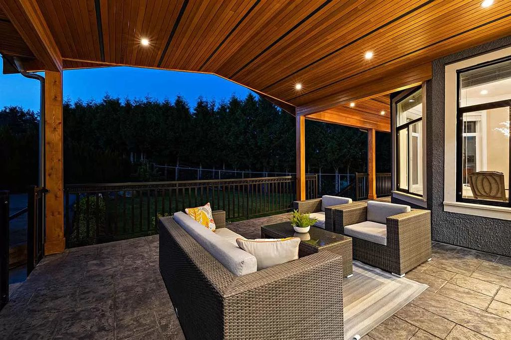 The Luxurious Traditional style House in Surrey offers plenty of space and serenity now available for sale. This home located at 5548 127th St, Surrey, BC V3X 3V1, Canada