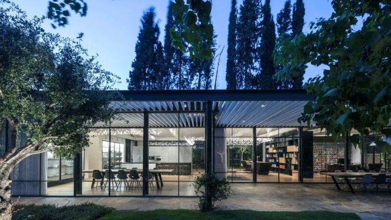 M3 House, a Fully Glazed Walls and Covered Walkways by Pitsou Kedem