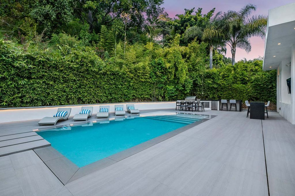 The Beverly Hills Home is a new custom extraordinary home is located in famed Trousdale Estates with amazing quality now available for sale. This home located at 1049 Loma Vista Dr, Beverly Hills, California
