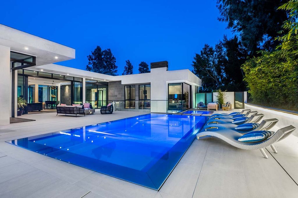 Sophisticated Beverly Hills Home features Tastefully Pleasing Finishes asking for $15,000,000
