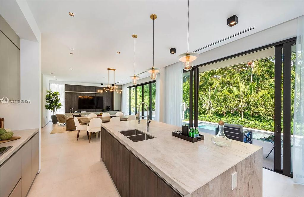 The Modern Home in Miami Beach is a Spectacular new construction located on exclusive Hibiscus Island in South Beach now available for sale. This home located at 118 W 4th Ct, Miami Beach, Florida