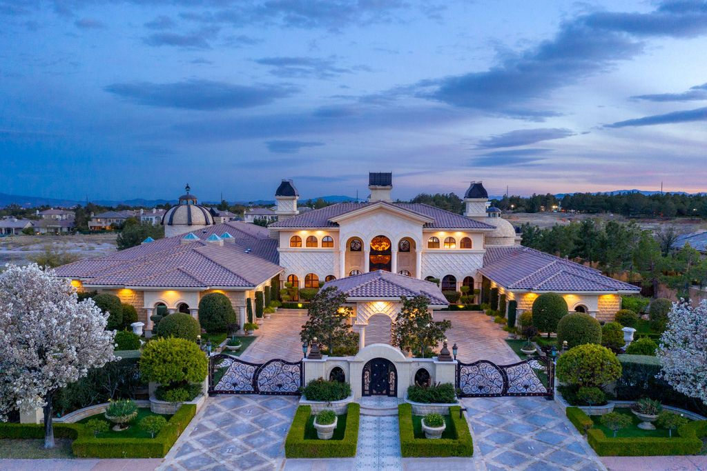 This $16,000,000 Impressive Las Vegas Mansion with Highest Level of Detail and Quality