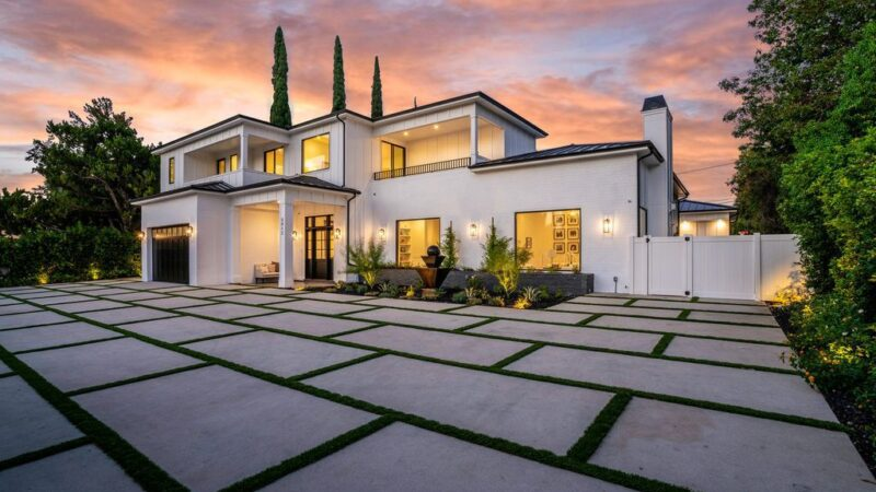 This $5,895,000 Smart Home in Encino exhibits Unrivaled Quality and Elegance