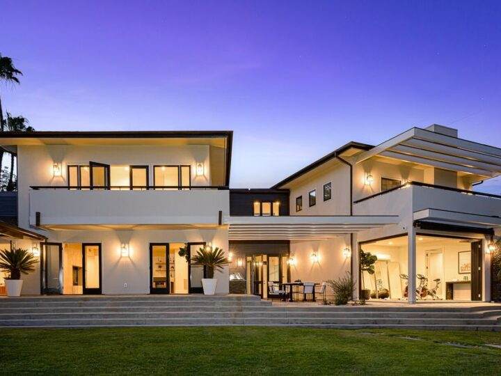 This $7,198,000 Contemporary Home in Pacific Palisades perfects for Entertaining