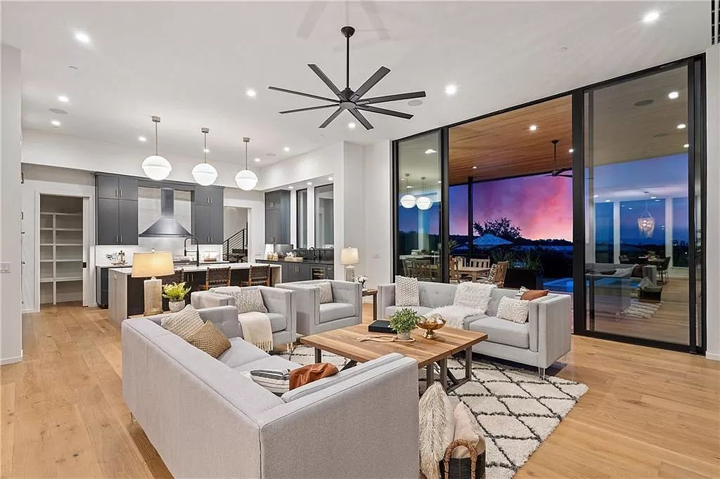 The Austin Home is an undeniably elegant and infinitely liveable estate with panoramic views of downtown Austin now available for sale. This home located at 5 Hillside Ct, Austin, Texas